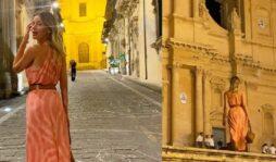 """Alessia Marcuzzi in vacanza tra Noto e Marzamemi, le foto sui social: """"Luogo magico"""""""