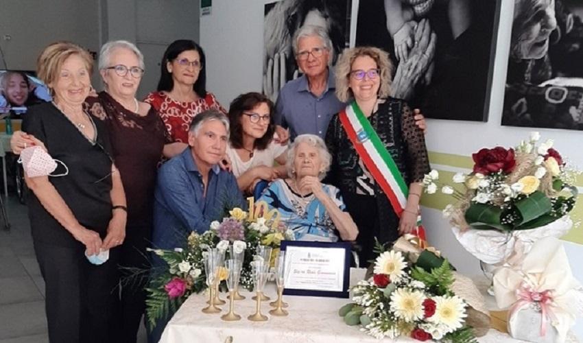 Canicattini Bagni, festa grande per i 100 anni di nonna Giovannina