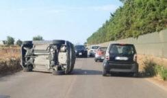 Siracusa, auto finisce la sua corsa su un fianco all'Arenella: 2 giovani ferite