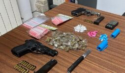 Siracusa, spacciavano dai domiciliari: due arrestati, uno era armato