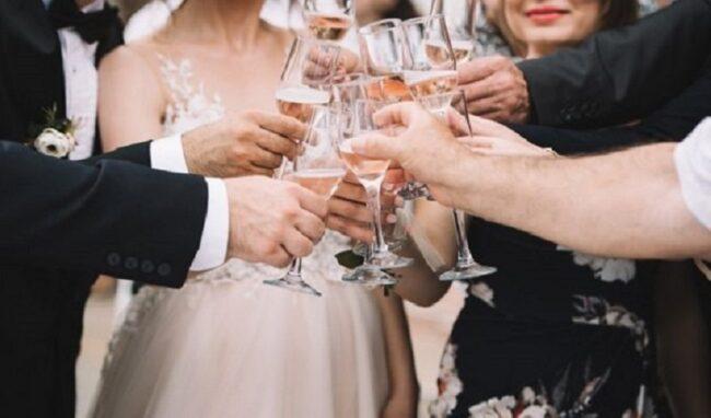 Contagi covid in 2 feste di matrimonio: un centinaio di invitati in quarantena