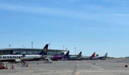 Etna, cenere vulcanica su Catania: chiusa pista dell'aeroporto