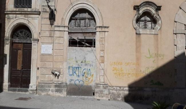 """Siracusa, l'ex biblioteca storica in rovina. Vinciullo: """"Colpa dell'amministrazione comunale"""""""