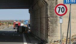 Incidente stradale sulla strada per Augusta, coinvolti due mezzi: un morto