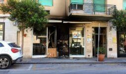 Siracusa, incendio in un negozio di Corso Gelone. Danni all'ingresso