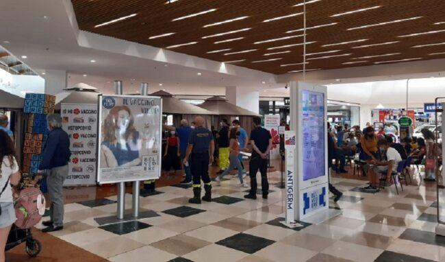 Siracusa, nuovo impulso alle vaccinazioni: ieri pomeriggio al centro commerciale somministrate 174 dosi