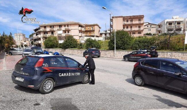 Ruba un'auto a Noto e fugge verso Avola: raggiunto e denunciato