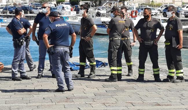Ritrovato un corpo senza vita in mare vicino al Ponte Umbertino: è di un uomo di 76 anni siracusano