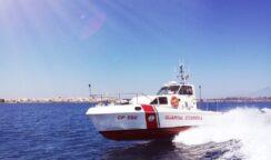 Surfista in difficoltà salvato dalla Guardia Costiera a San Leonardo