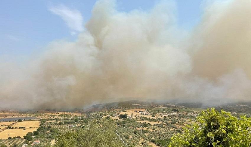Vasti incendi a Melilli e Sortino, chiesto l'intervento di elicotteri e canadair