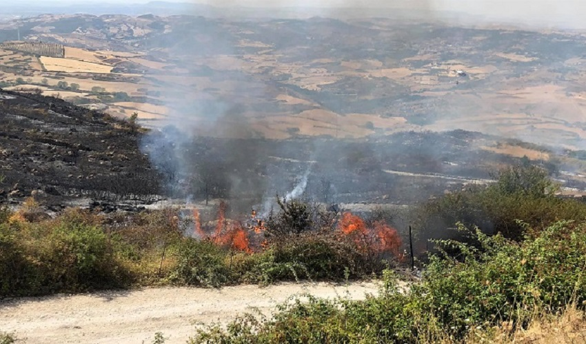 Il fuoco lambisce ancora Buccheri: minacciata dalle fiamme la zona di Monte Lauro