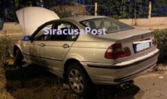 Incidente autonomo in viale Scala Greca: conducente estratto dall'auto dai vigili del fuoco