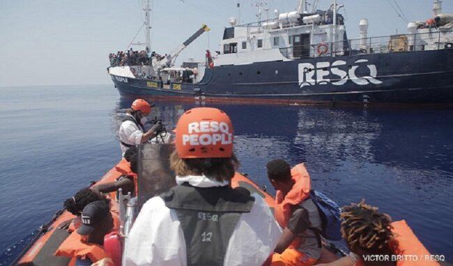 ResQ People, i 166 migranti sbarcano al porto di Augusta