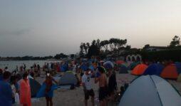La notte di San Lorenzo in spiaggia nel Siracusano: rito irrinunciabile per i più giovani