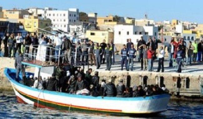 Sbarchi continui a Lampedusa, arrivati quasi 400 migranti