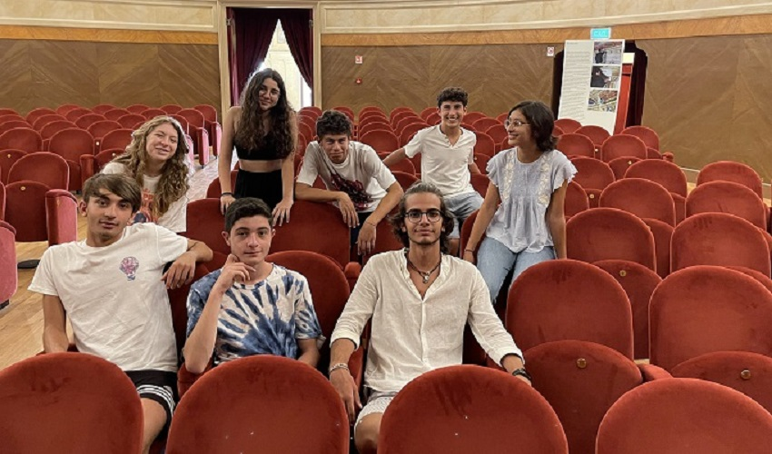 """Al Teatro comunale gli studenti del Gargallo con """"Non è amore"""""""