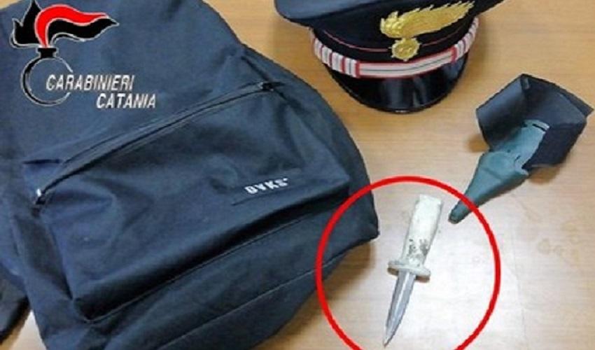 Atti persecutori, aspetta la ex in auto con un coltello nello zaino: 33enne arrestato nel Catanese
