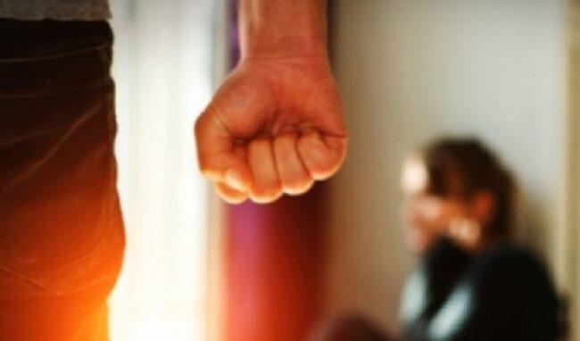 Minacce di morte a moglie e figli: allontanamento dalla casa familiare per un 56enne