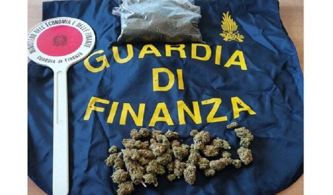 Nel Palermitano, un pacco con 100 grammi di marijuana spedito per posta
