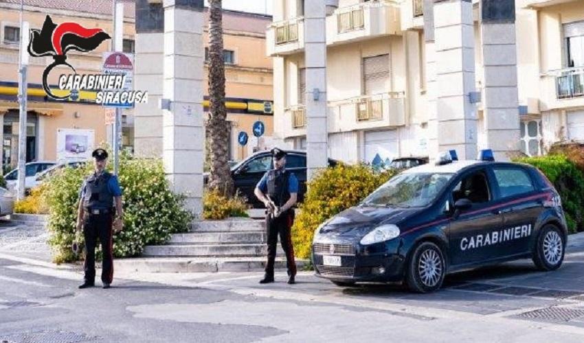 Non si ferma all'alt dei Carabinieri: nascondeva 3 grammi di cocaina