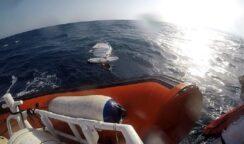 Surfista in difficoltà al Plemmirio: salvato dalla Guardia Costiera
