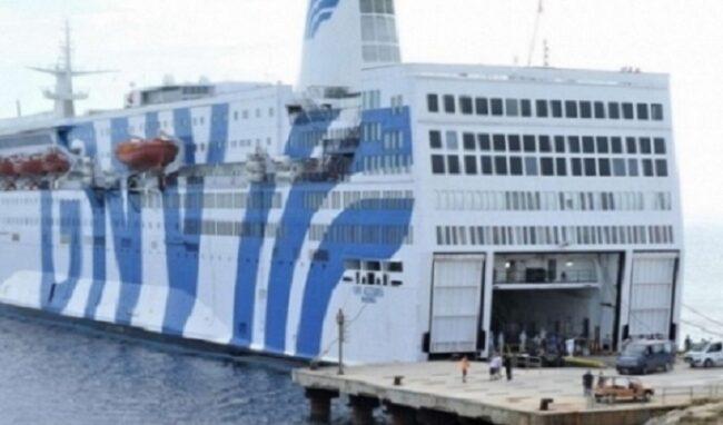 Destinatario di decreto di respingimento su nave Azzurra: arrestato 24enne tunisino