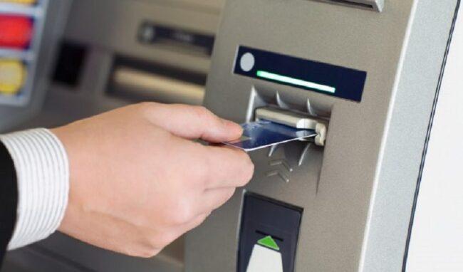 Fa spese con il bancomat di un'altra persona: denunciato 40enne di Avola