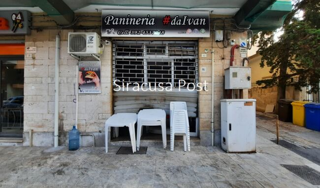 Bomba carta davanti panineria in via Filisto