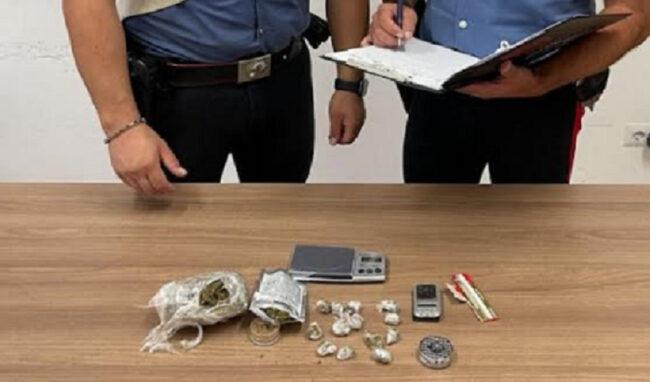 Marijuana sul banco di un ambulante di Augusta: arrestato 30enne