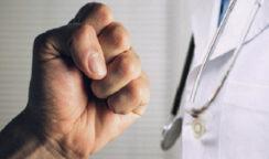 """Aggressione al medico a Portopalo, l'Ordine organizza una """"Manifestazione silente di camici bianchi"""""""
