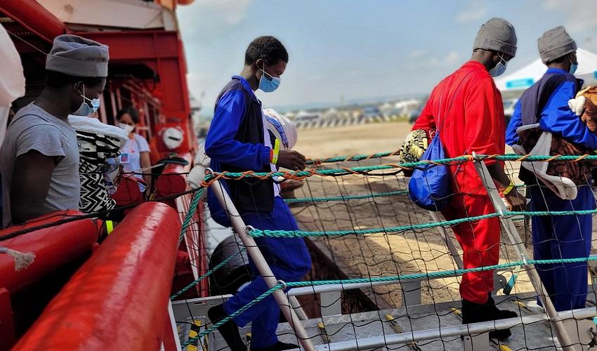 Sbarco migranti soccorsi da Ocean Viking, fermo per un 31enne tunisino