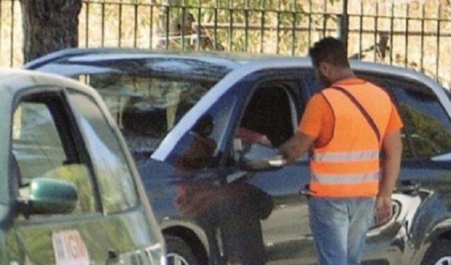 Parcheggiatori abusivi a Siracusa, scattano 2 denunce