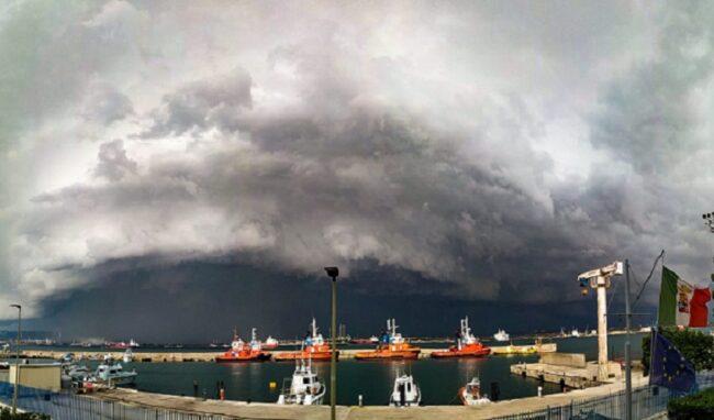 Fortunale si abbatte su Augusta: soccorsa imbarcazione a Faro Santa Croce
