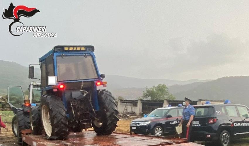 Nascondevano un trattore rubato nella loro masseria: denunciati 2 allevatori di Buccheri