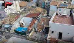 Si disfa di una borsa con 2 pistole lanciandola su un terrazzo vicino: arrestato 35enne in Ortigia