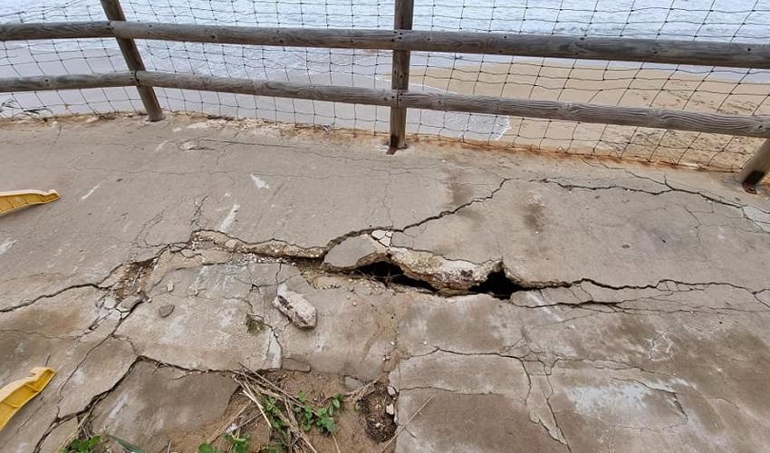 Arenella, sempre più a rischio crollo il muro sovrastante l'ex Lido della Polizia