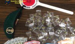 Blitz dei Baschi verdi alle case parcheggio: sequestrate 50 dosi di droga e arrestato pusher