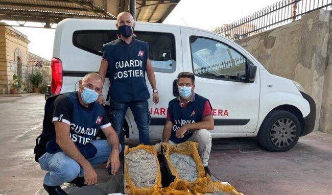 Controlli su mercati ittici e ristoranti della Sicilia orientale: a Siracusa sequestrati 30 Kg di novellame di sarda