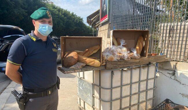 Sequestrati a Palermo 40 Kg di pane e biscotti venduti in strada